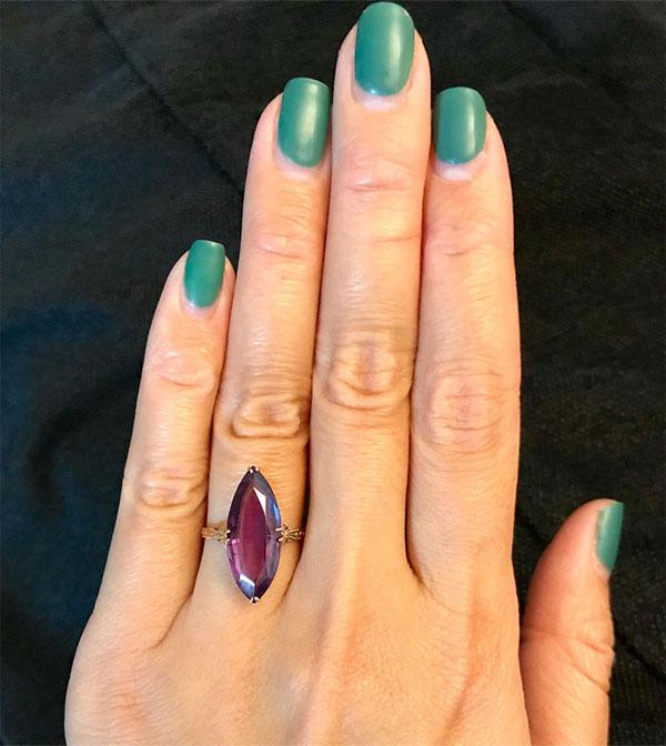 Кольцо с драгоценным камнем