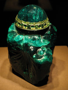 Колумбийский изумруд Unguentarium весом в 2860 карат. Представлен в Венской сокровищнице