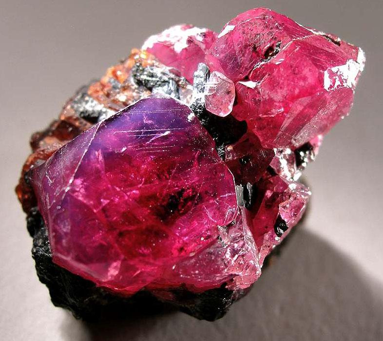 Натуральные кристаллы рубина из Винзы , Танзания