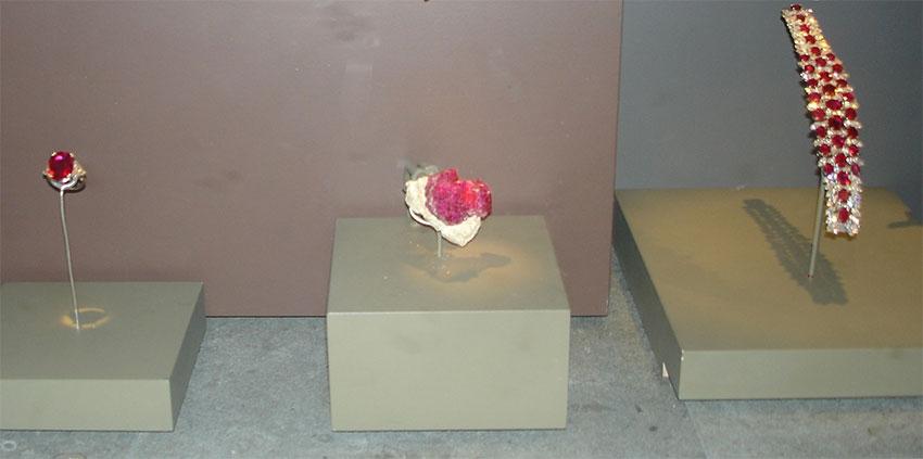 Рубины в Национальном музее естественной истории , Вашингтон, округ Колумбия , США
