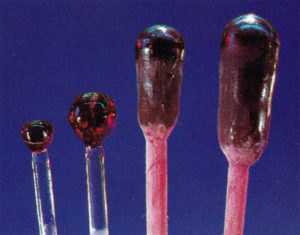 Синтетические бульоны из рубина Верней (наибольшая длина около 2 дюймов)