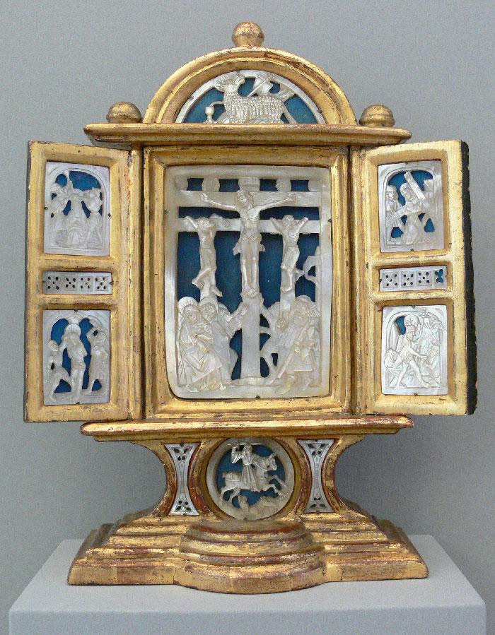 Алтарь ок. 1520 г. с широким использованием резного перламутра