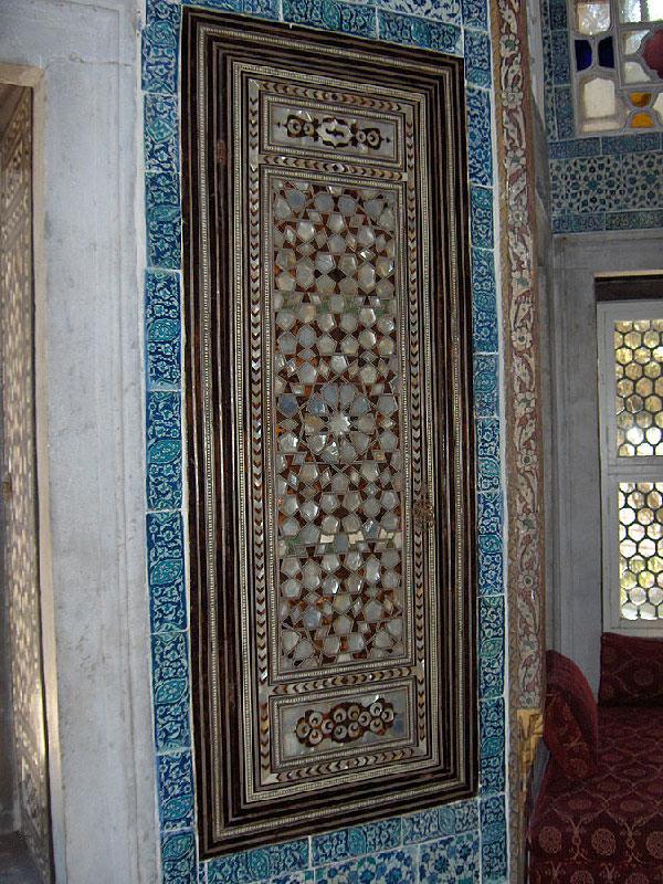 Инкрустация перламутровыми тессерами , Багдадский павильон, дворец Топкапы, Стамбул