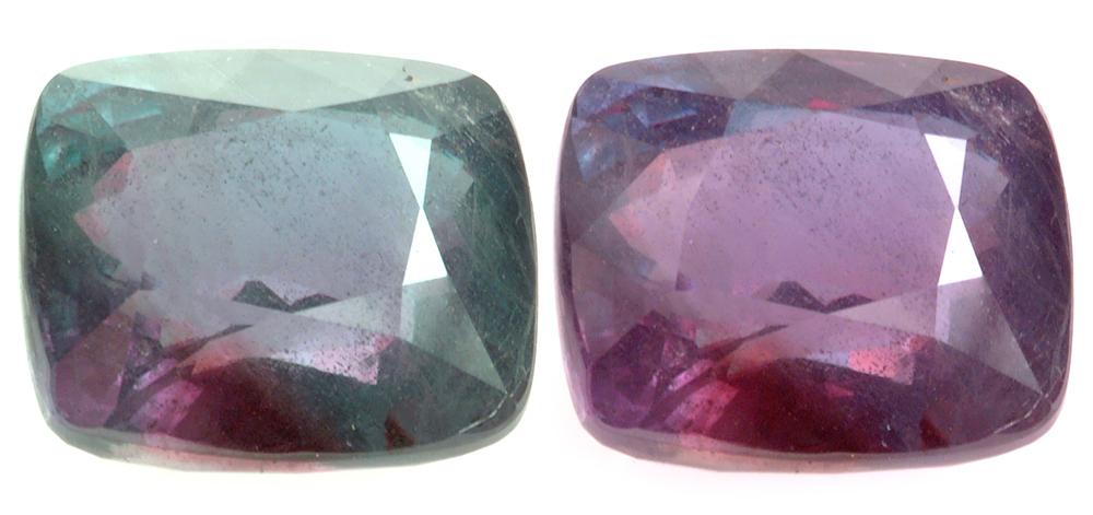 Подушка из александрита, 26,75 карата. Этот камень голубовато-зеленый при дневном свете и пурпурно-красный при свете лампы накаливания