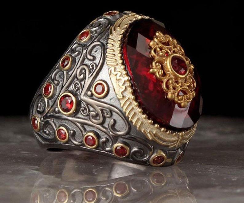Кольцо с камнем Гранат