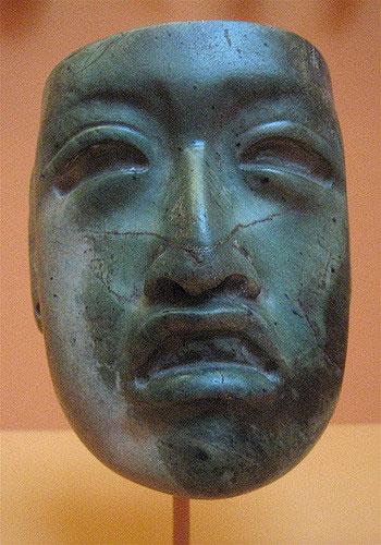 Маска ольмеков, 1000–600 гг. До н. Э., Жадеит со следами киновари, высота 4 дюйма