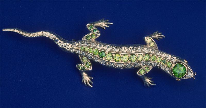Значок саламандры, украшенный 38 бриллиантами и 28 демантоидами, около 1895 года