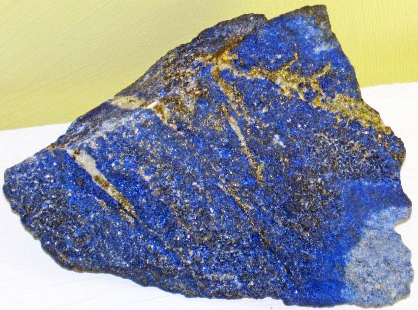Камень из Афганистана с вкраплениями пирита и кальцита