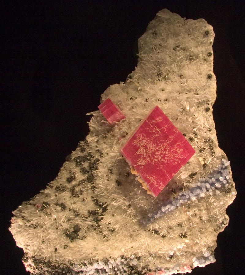 Алма Кинг - самый крупный из известных кристаллов родохрозита; он был найден в шахте «Милый дом» недалеко от Альмы, штат Колорадо. Он выставлен в Денверском музее природы и науки.