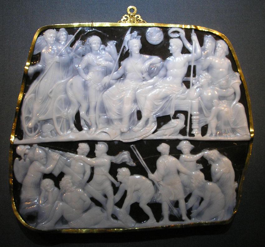Джемма Augustea является римской камеей производства 9-12 AD и вырезанной в двухслойном ониксе драгоценного камня (19 × 23 см)