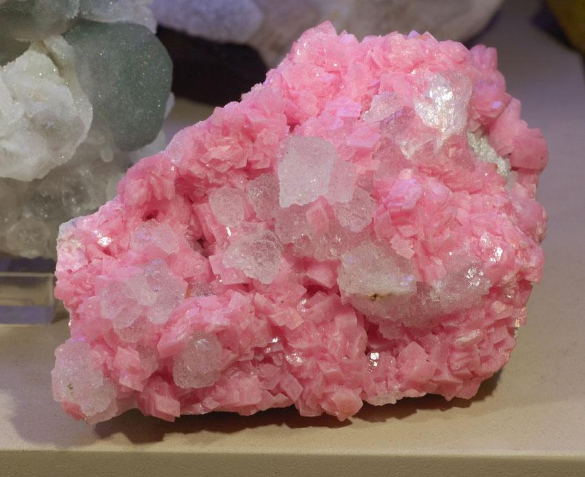 Розовый - самый распространенный цвет родохрозита. Образец, добытый недалеко от Сильвертона, Колорадо.