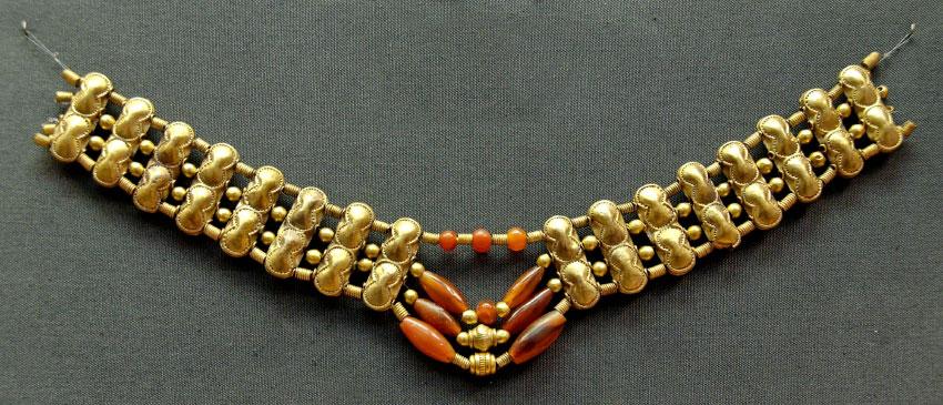 Ожерелье с золотыми бусинами и бусинами из сердолика, кипрское произведение искусства в микенском стиле, ок. 1400–1200 гг. До н. Э.