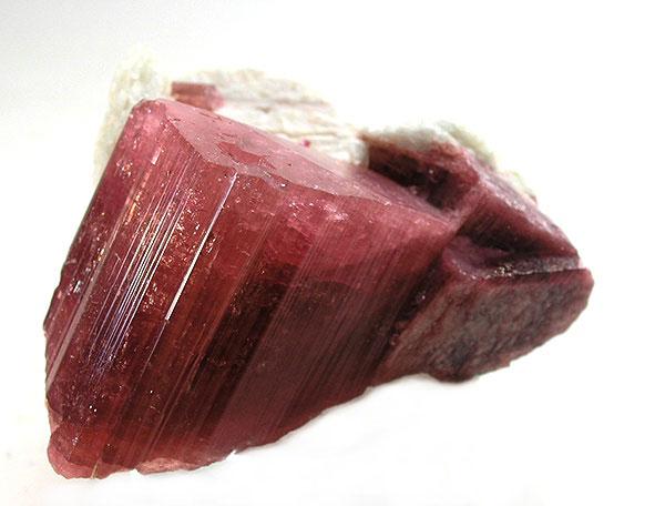 Турмалин , разновидность рубеллита, на альбите , 6,0 х 5,6 х 4,6 см, Забайкалье, Восточно-Сибирский регион, Россия