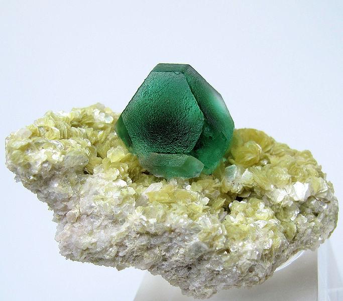Тёмно-зелёный флюорит из гор Эронго, Намибия