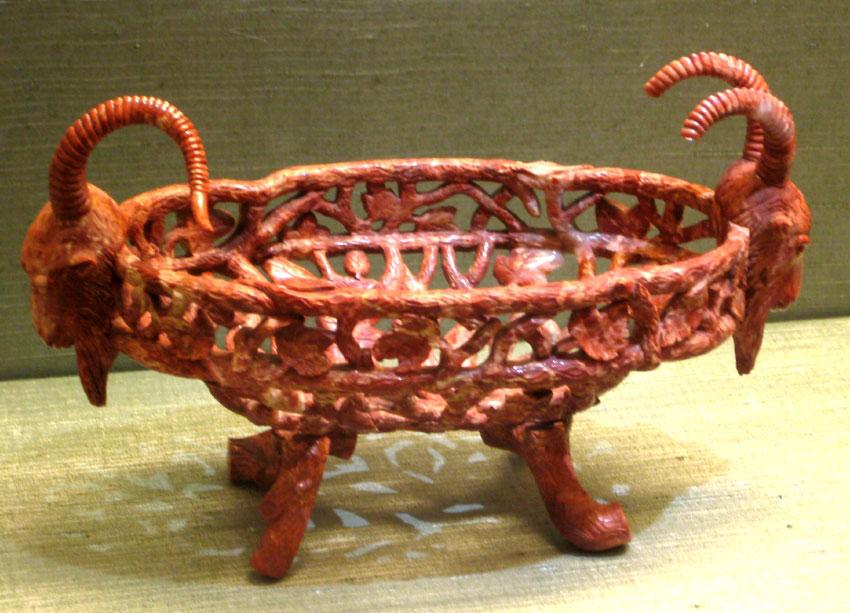 Декоративная корзиночка из яшмы