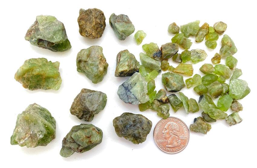 Необработанные камни хризолита