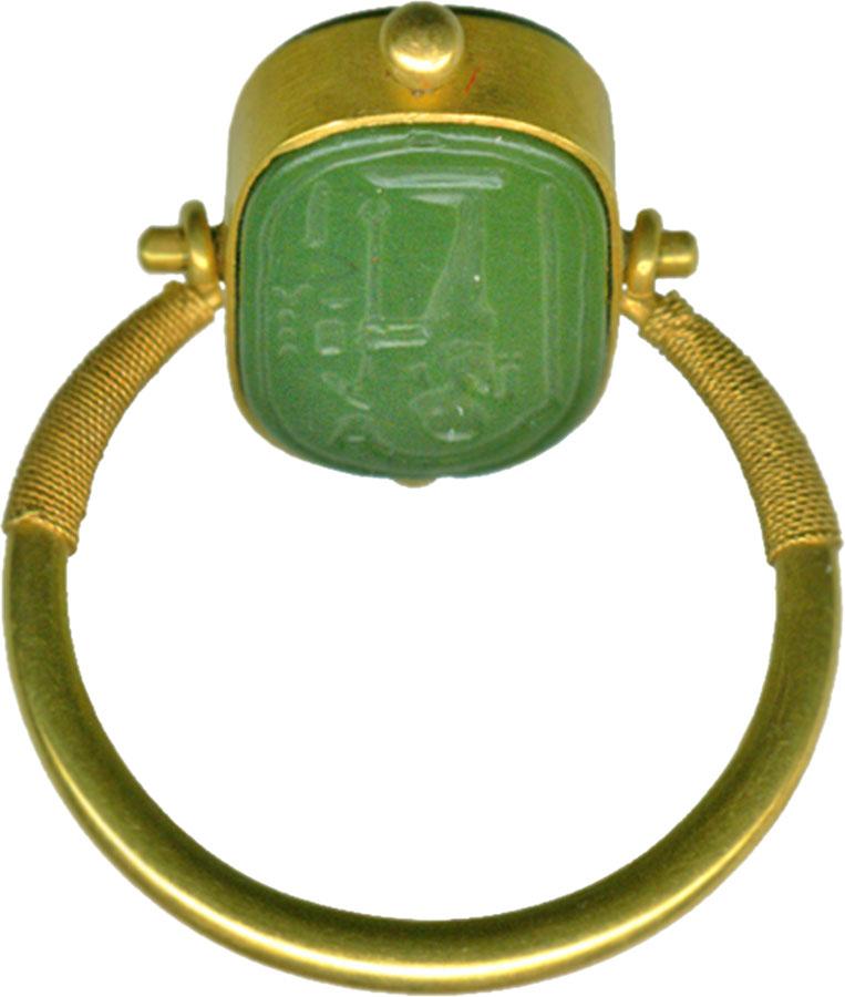 Подвижные египетский кольцо в зеленой яшмы и золота, от 664 до 322 г. до н.э. или позже (конец периода), [5] в художественном музее Walters.