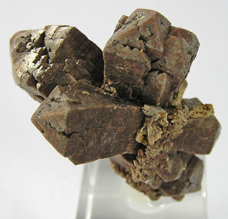 Кластер из трех сложных кристаллов циркона