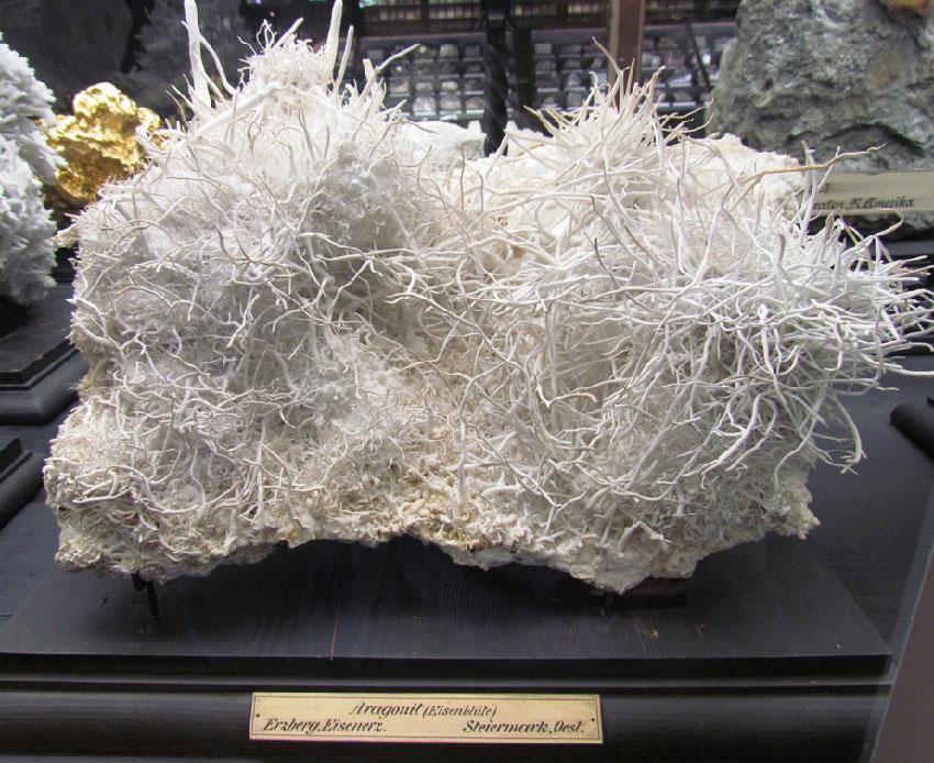 Арагонит - железные цветы